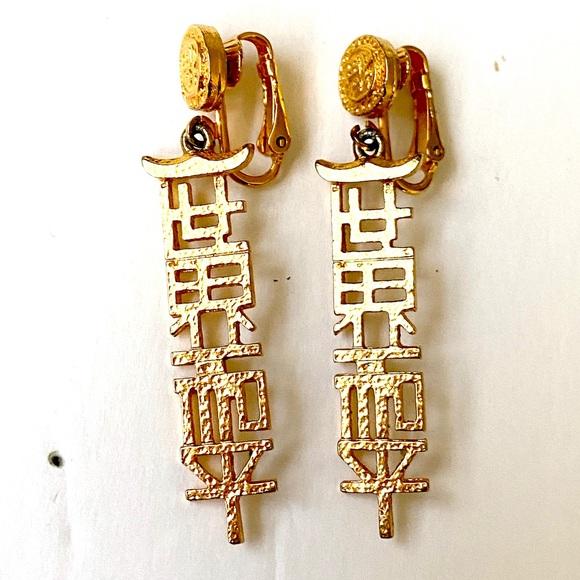 CELEBRITY Asian Dangle Earrings Gold vintage